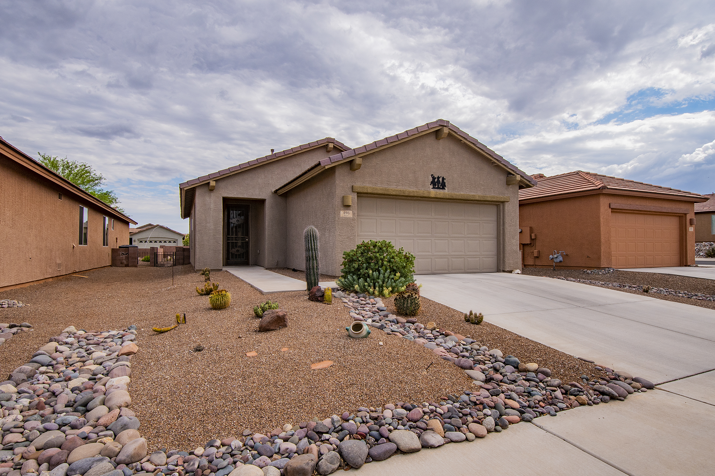 Casa unifamiliar en venta en/de 495 W Bazille Way, Green Valley, Arizona ,85614  , EUA